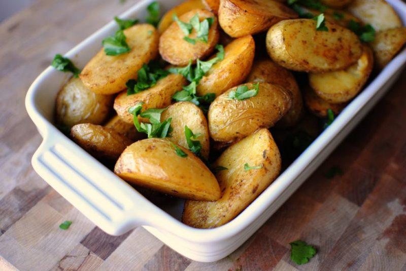 Картошка в духовке в мундире