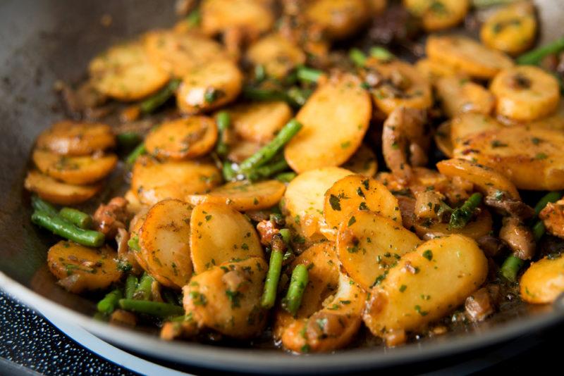 как приготовить картошку с грибами