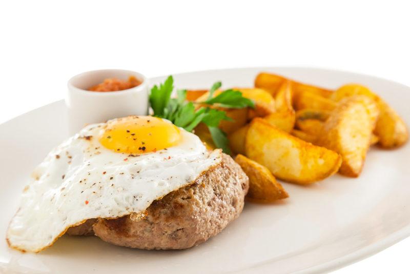 бифштекс с яйцом рецепт с фото