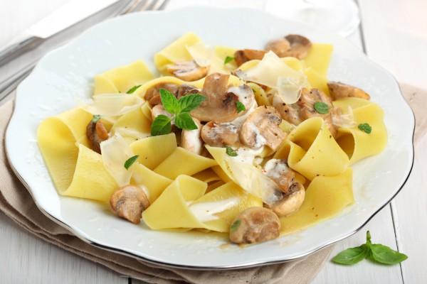 как готовить пасту с курицей и грибами
