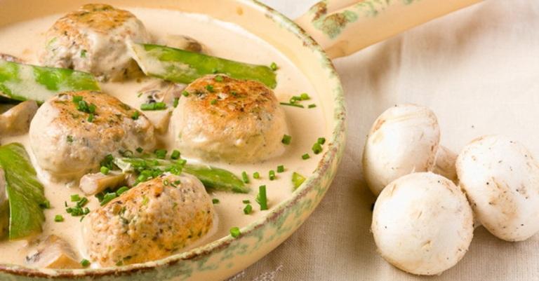 как приготовить тефтели в сметанном соусе