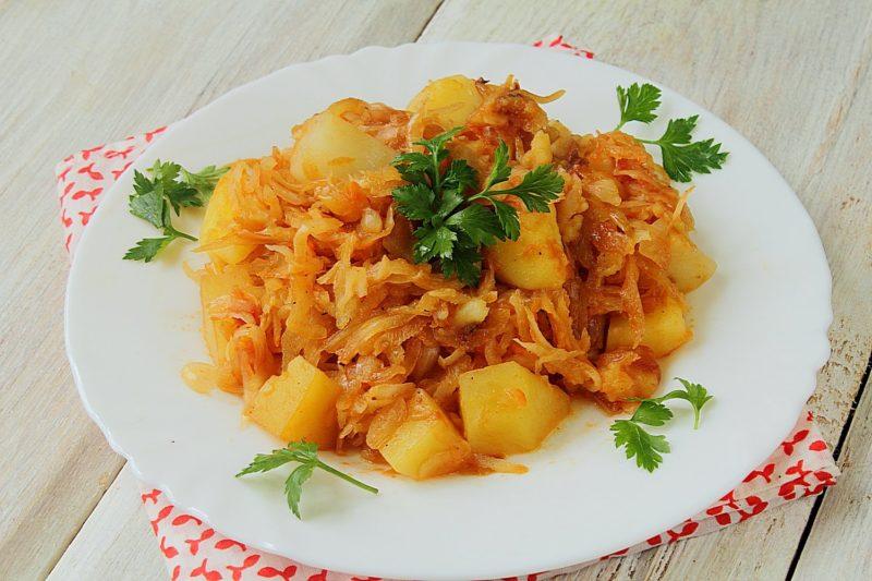Картошка с капустой и мясом