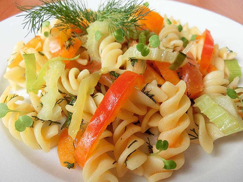 вкусные макароны с овощами