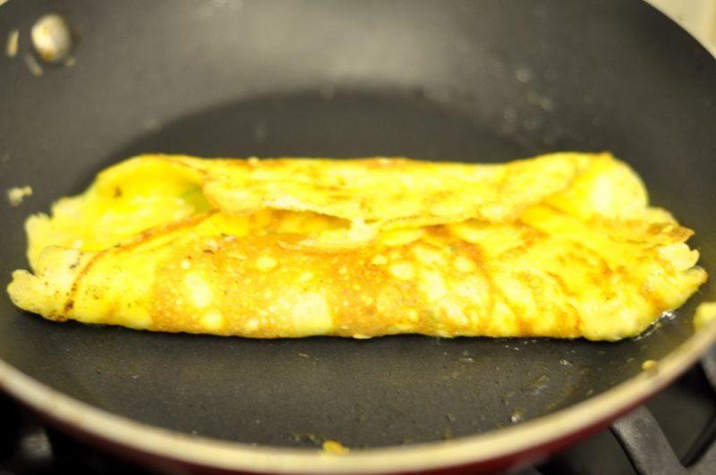 как готовить омлет на сковороде