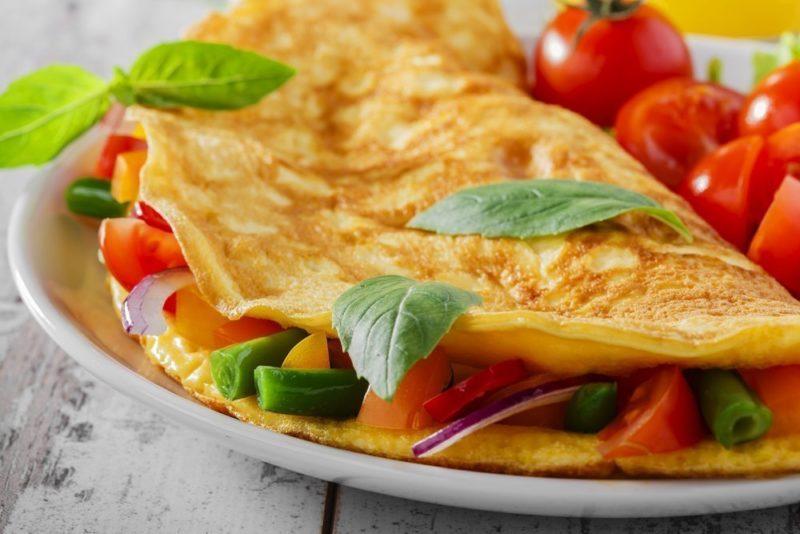 как сделать омлет с помидорами