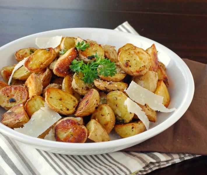 Яйца, запечённые в картофельных