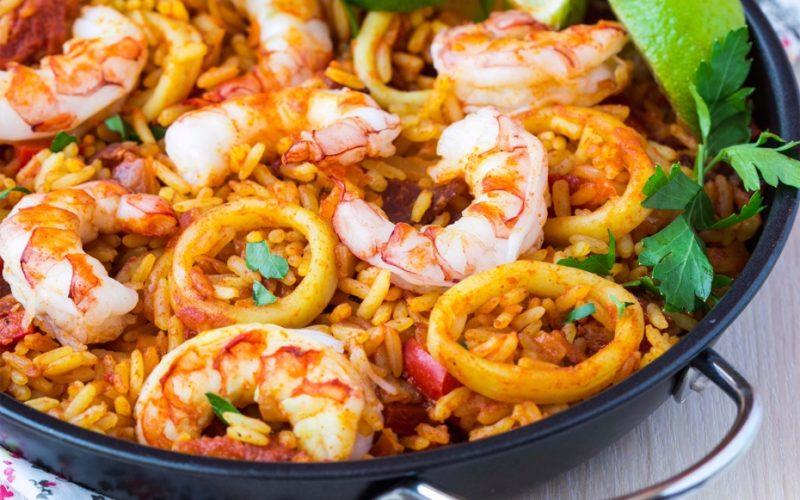 вкусная паэлья с морепродуктами